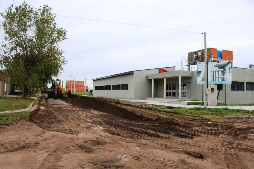 La municipalidad realiza trabajos de nivelación en barrio Anteo Gasparri