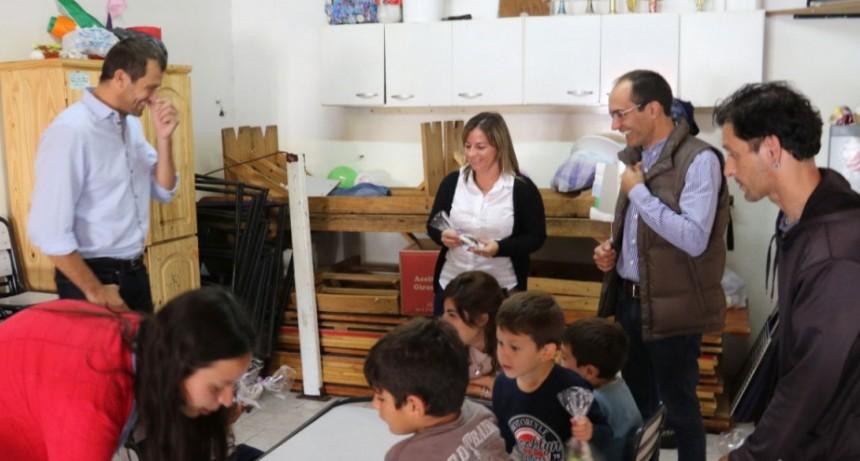 El intendente Pisano entregó huevos de pascua en los Centros de Atención Integral