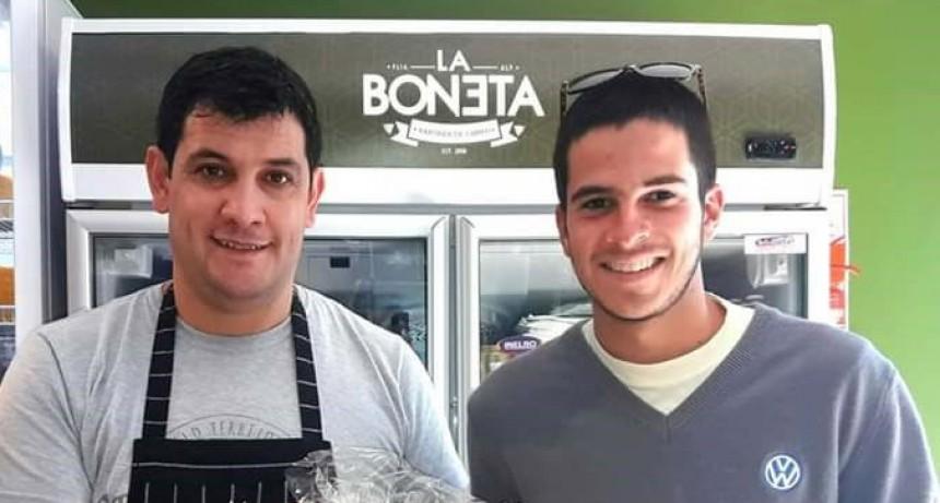 La Boneta hizo entrega del huevo de pascuas que sorteaba entre sus clientes