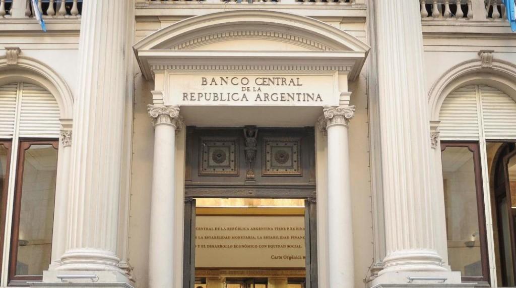 El Banco Central dispuso que las sucursales bancarias atiendan a partir de este sábado