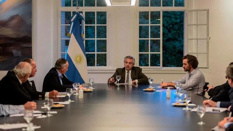 Fernández busca consenso político para encender la economía después del aislamiento obligatorio