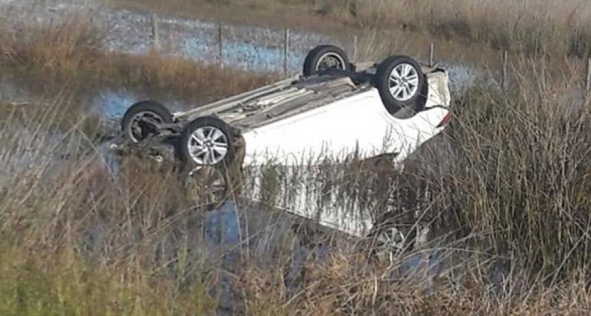 Ruta 226 km 478: Un automóvil volcó tras chocar contra un carpincho