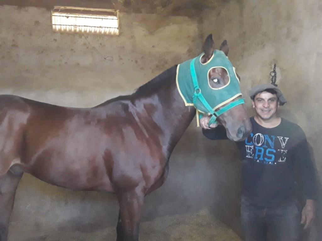 """Emiliano Pasos (Hipismo): """"Este caballo lo compré realmente muy barato, como se dice 'para los tachos' y cuando empezó a ganar me sentí muy contento"""""""