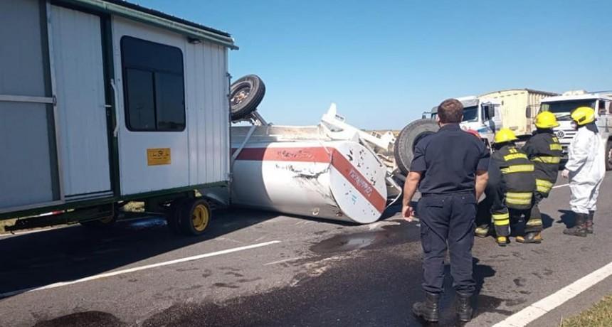 Ruta 65: Un camión impactó ante una formación agrícola