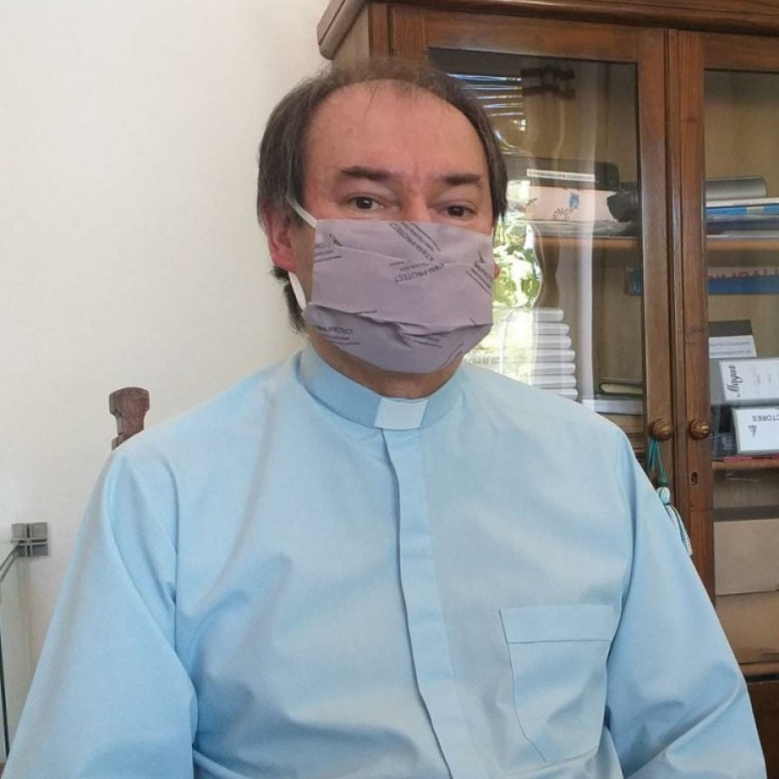 """Padre Mauricio Scoltore:  """"Se ayuda a un promedio de 40 familias por día"""""""