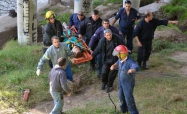 Rescatan a una mujer que cayó al arroyo Tapalqué en Olavarria