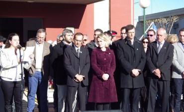 Con un gran marco de público y un clima de festejo se desarrolló en acto central del 25 de mayo en Urdampilleta