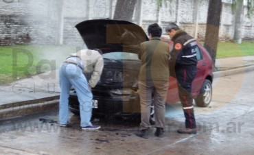 Se incendió un automóvil  en la avenida Venezuela
