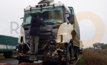Impactaron dos camiones en Ruta 65, en inmediaciones una conocida estación de servicios