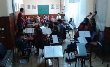 La Orquesta Escuela intensifica los preparativos para su viaje a Tucumán