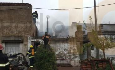 Urgente: Destrucción total en dos viviendas ubicadas en Alberti y Santos Plaza