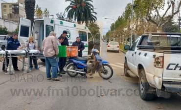 Un motociclista impactó contra una camioneta: Fue trasladado al 'Capredoni'
