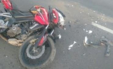 DAIREAUX: Accidente moto y automóvil en Ruta Provincial 65
