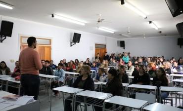 Se entregaron más de 150 becas a jóvenes bolivarenses