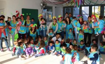 Las maestras de los Jardines Maternales festejaron su día con juegos, música, zumba y la presentación del grupo Las Magdalenas