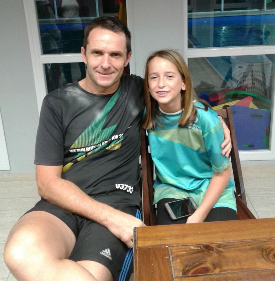Natación: Abril y Pablo Troncoso; Amor por el agua