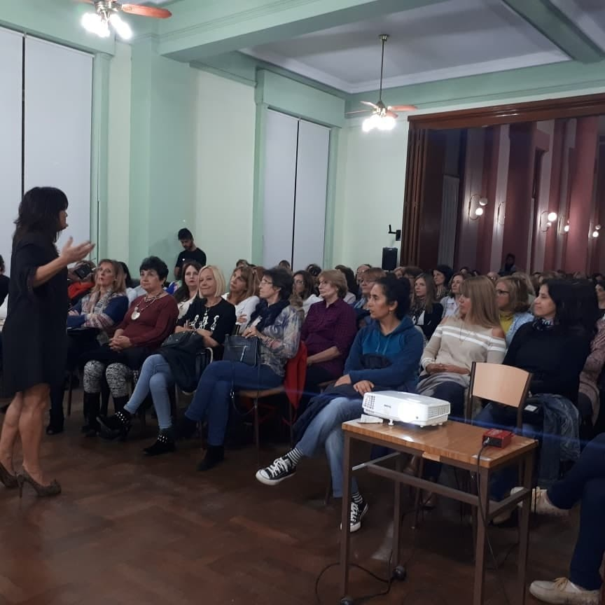 Una multitud en la charla sobre biodescodificación