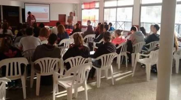 Los profesores del natatorio participaron de una clínica de natación