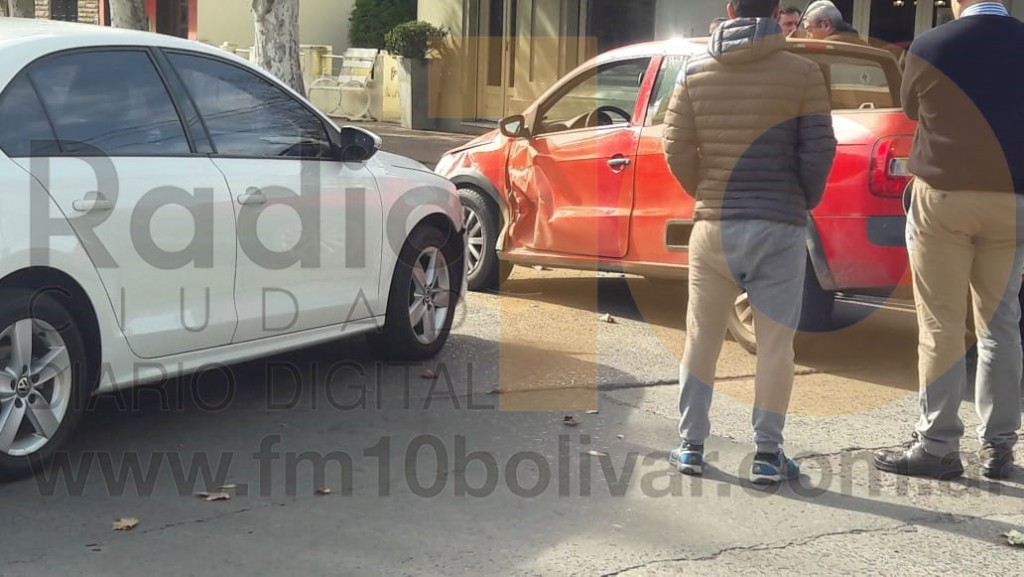 Leve colisión en Av. Gral. Paz y calle Roca; sin heridos