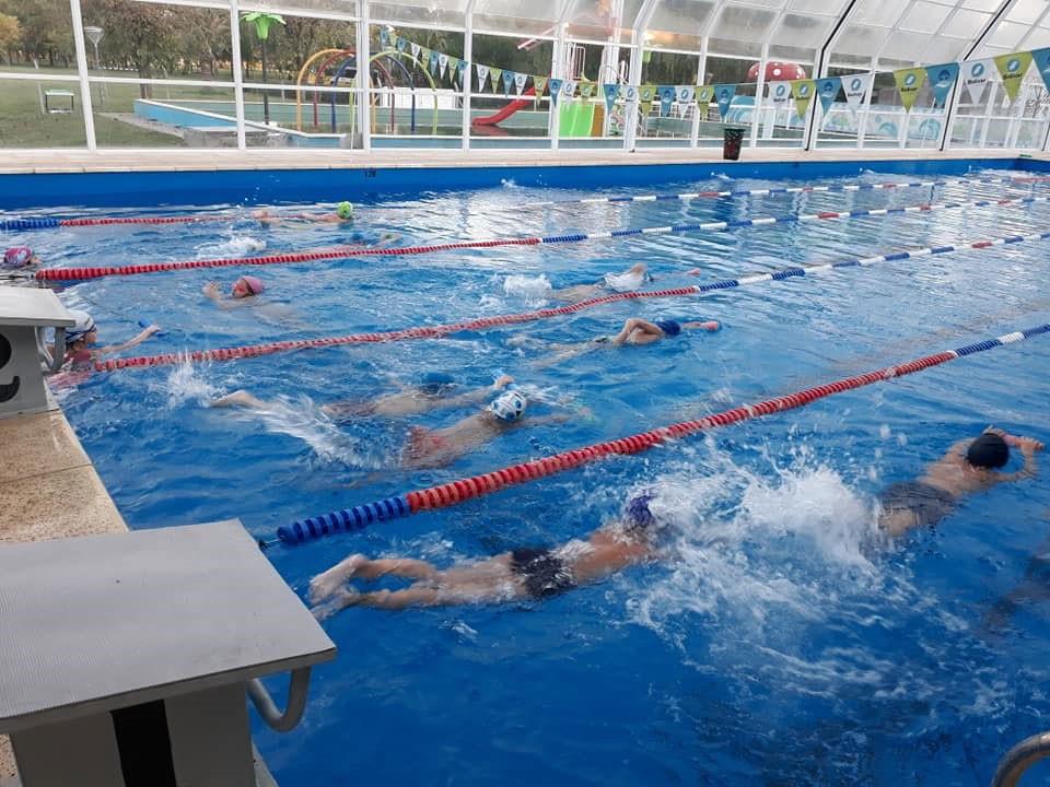 Llega el regional de natación máster al natatorio municipal