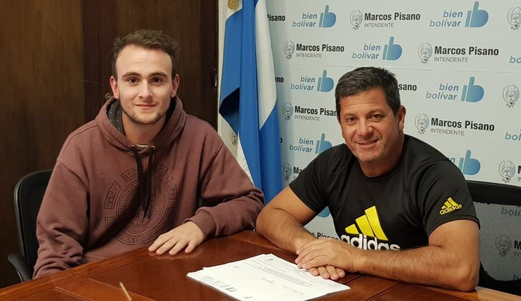 La Municipalidad entregó un aporte económico al voleibolista Ignacio Pacheco