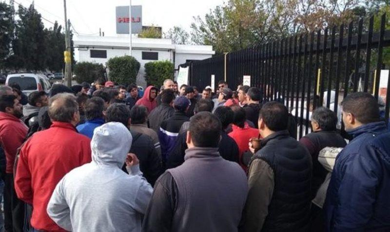 La crisis económica sigue castigando al trabajador: Un operario recibió el telegrama de despido y falleció de un infarto