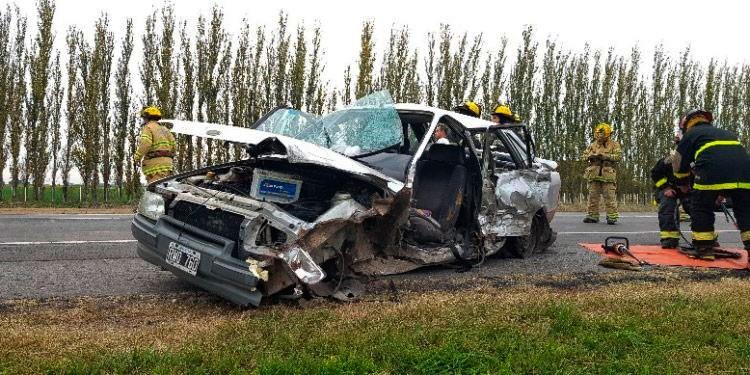 Ruta 205: Espectacular choque entre dos vehículos a la altura de Roque Pérez