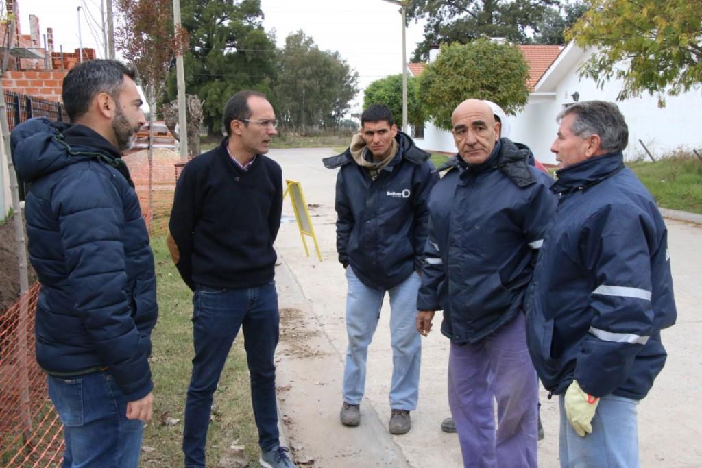 Pisano recorrió obras en diferentes barrios de Bolívar