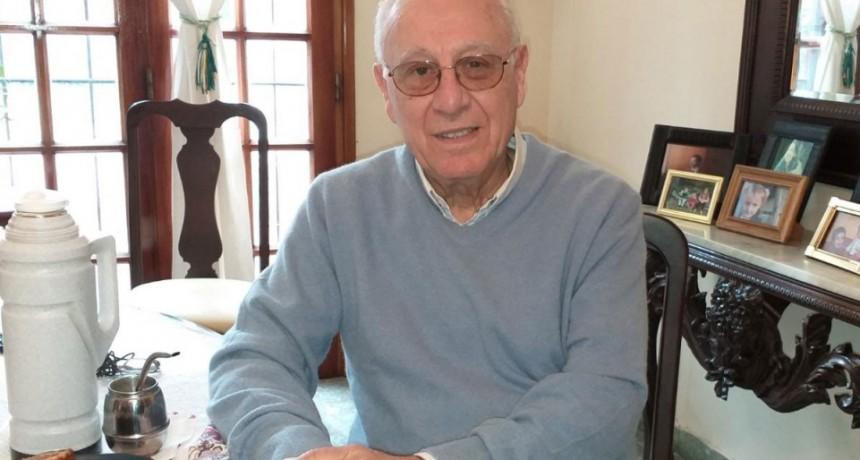 Siro Flores: 'Es mi vocación, he sido sumamente feliz como médico, y la volvería a elegir y ejercer de la misma manera'