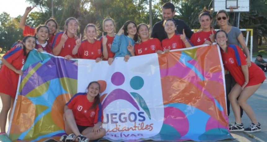 Cervantes se coronó campeón de handball masculino y femenino en los Juegos Estudiantiles