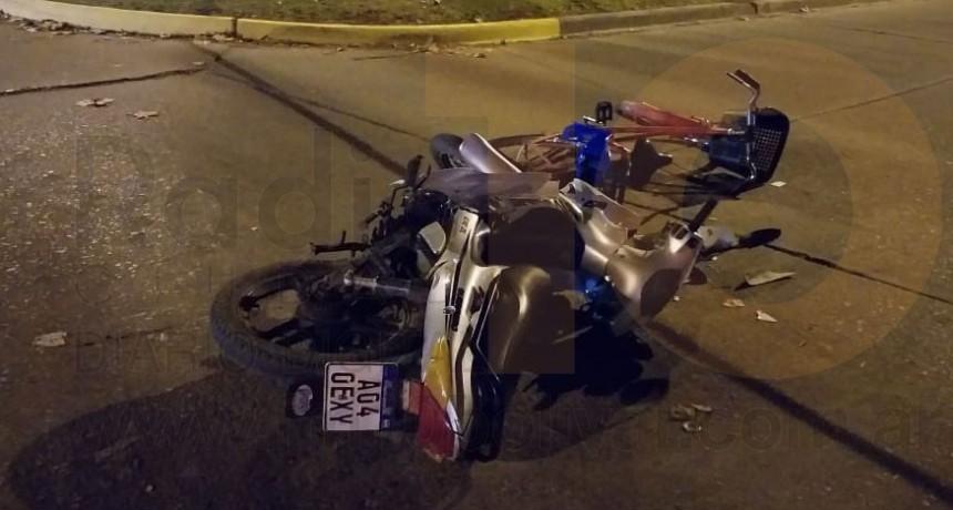 Una bicicleta y una moto se vieron involucradas en un accidente esta tarde