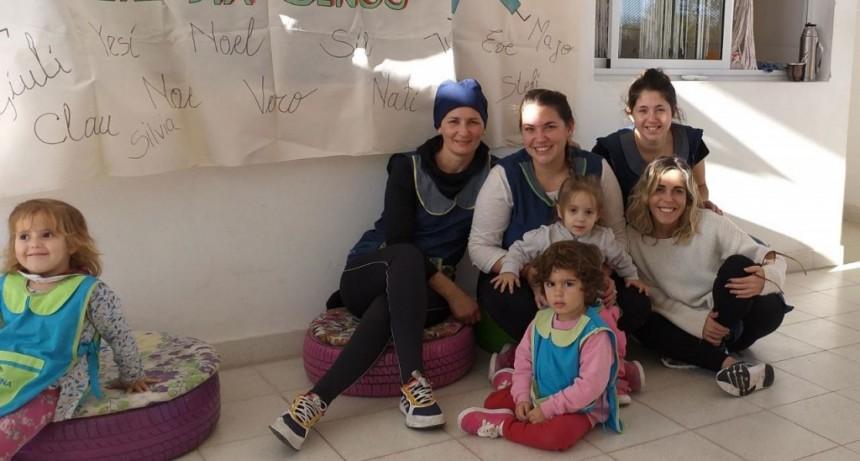 Las maestras jardineras del Jardín Maternal Municipal El Reino del Revés celebraron su día