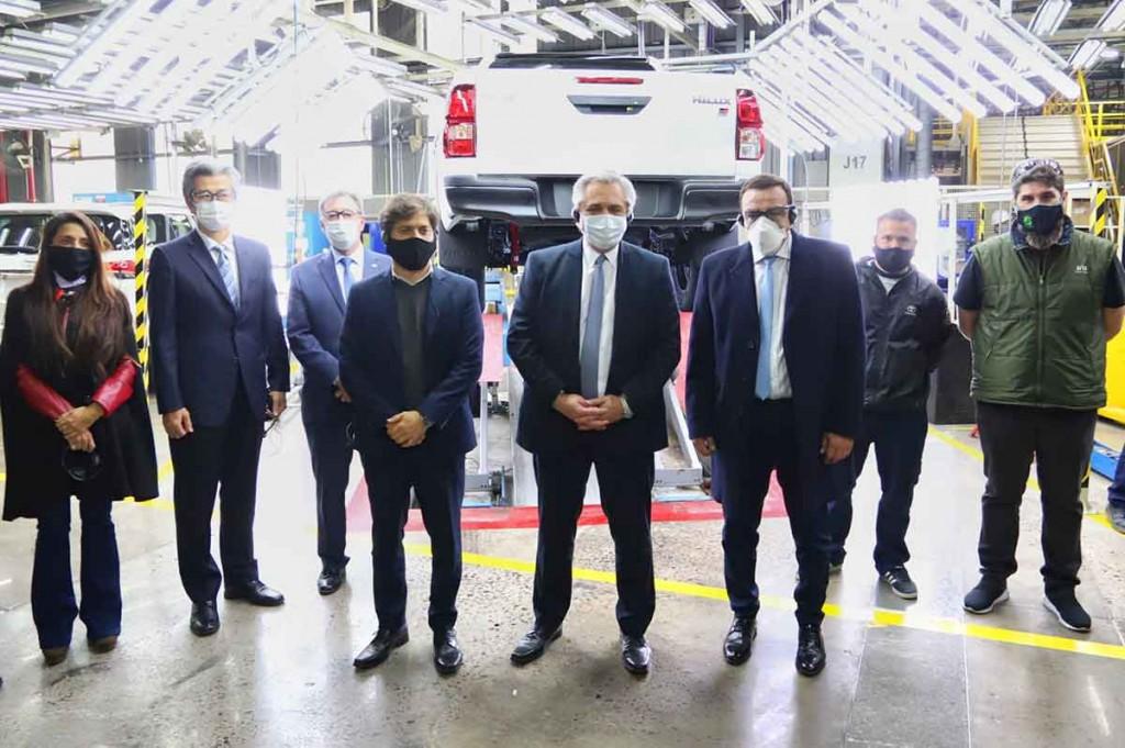 Kicillof visitó junto al Presidente la planta de Toyota en Zárate que reactivó su producción