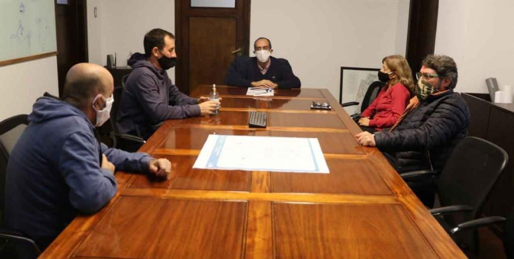 El intendente Pisano vuelve a priorizar el sueldo de los empleados municipales