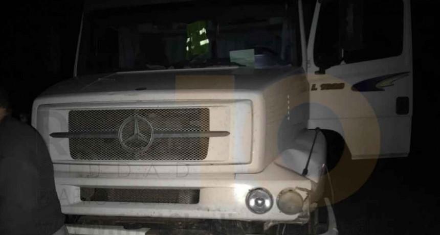 Un camión despistó en Ruta 226 km 410; El conductor resultó ileso