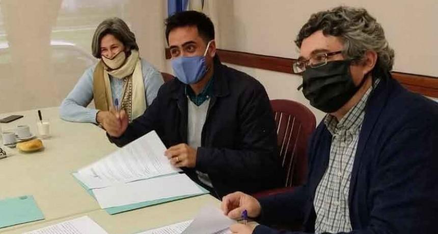 El Ministerio de Desarrollo Agrario y municipios firman convenios para el DUT