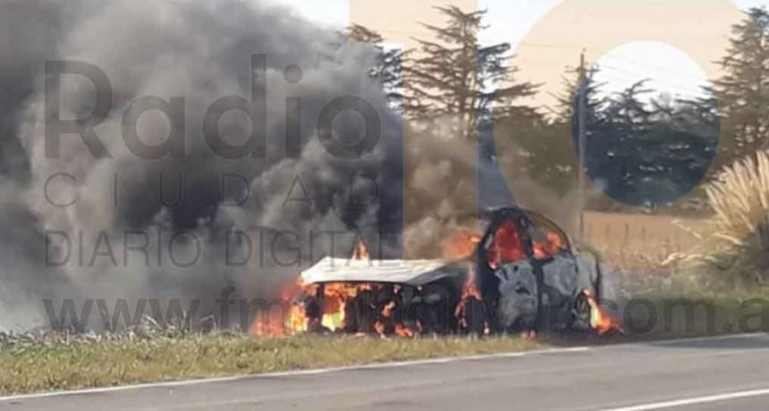Incendio de un vehículo con daños totales