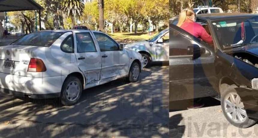 Una persona derivada al hospital por precaución tras un impacto entre dos vehículos