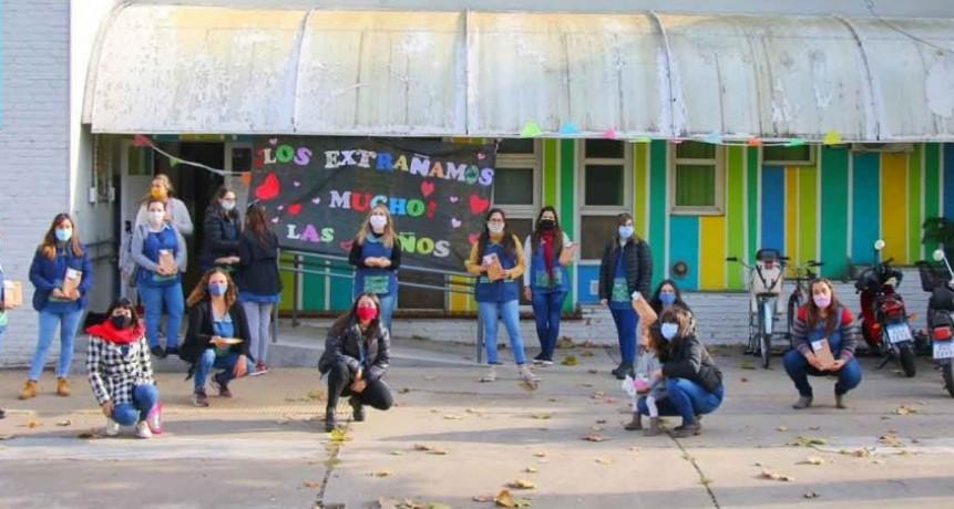 Las docentes de los jardines maternales municipales Alicia Moreau de Justo y El Reino del Revés, fueron homenajeadas en su día