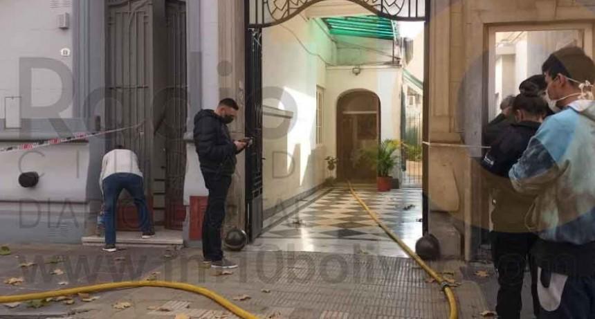 Incendio de la chimenea de una vivienda en calle Las Heras