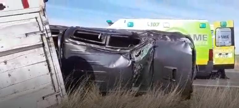 Ruta 65: Una camioneta con dos ocupantes volcó en inmediaciones a la bajada a Ibarra