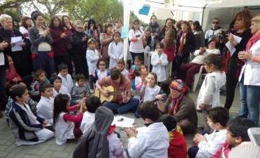 Bajo el lema #NiUnaMenos se desarrolló una concentración en av. Belgrano y San Martín