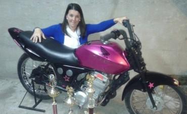 Cellucio: una bolivarense que no le teme a nada y se anima a la velocidad sobre dos ruedas