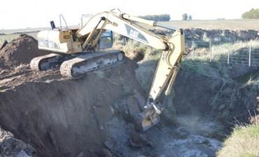 Se siguen colocando puentes en canales rurales