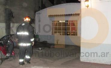 Principio de incendio en una vivienda de barrio Los Zorzales