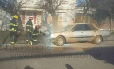 Principio de incendio en un vehículo, en la calle Dorrego