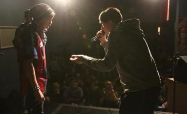ESTE DOMINGO: Decenas de jóvenes participaron de la 'Batalla de Freestyle' en Cultura