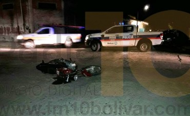 Accidente en Alvarado y Pellegrini: camioneta vs. moto