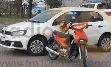 Accidente de tránsito auto vs. moto en av. Mariano Unzué