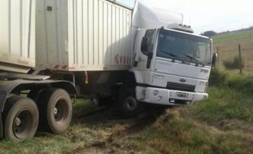 """Despiste de camión de """"La Bragadense"""", en la ruta 5 sin consecuencias"""